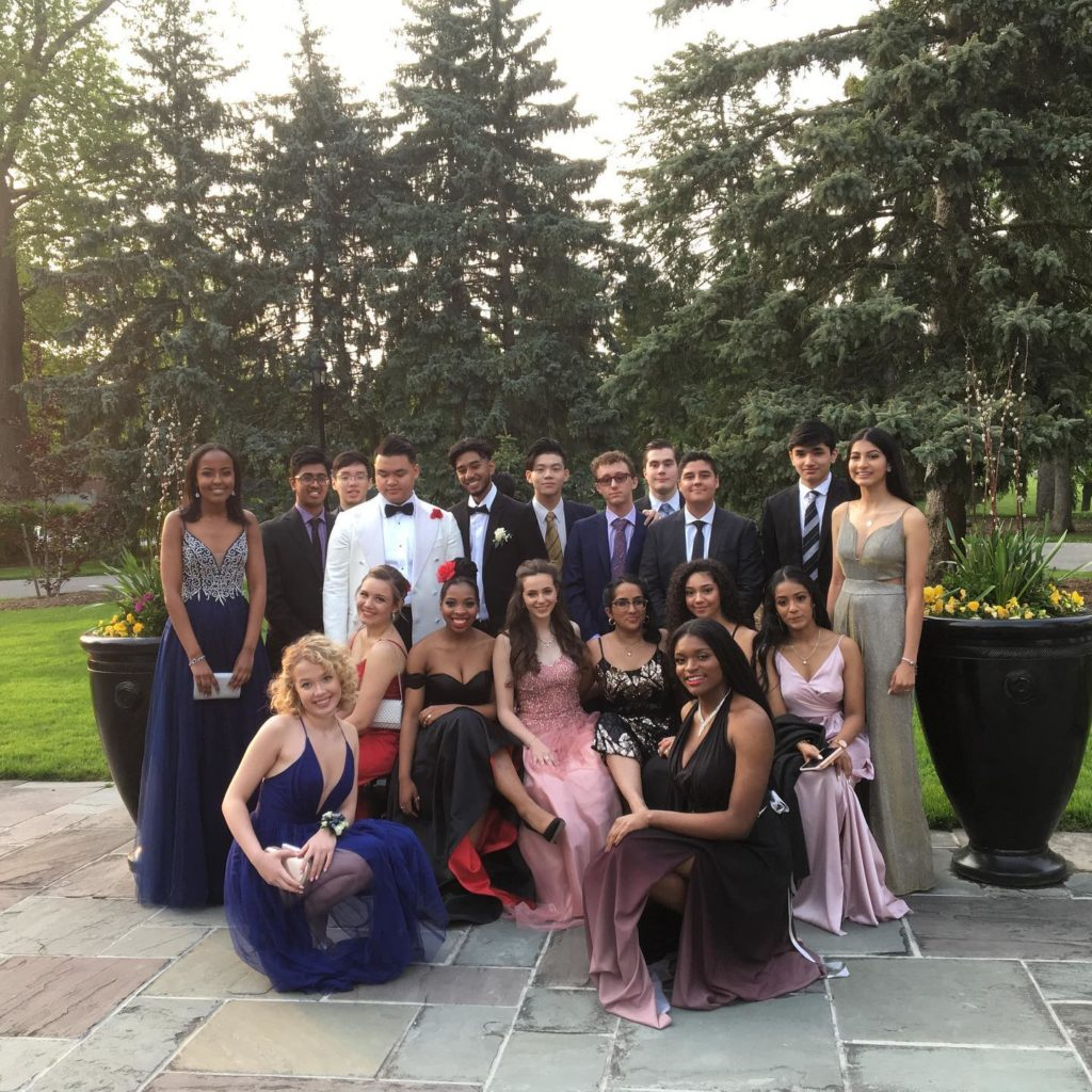 photo of students at 2019 Senior Prom